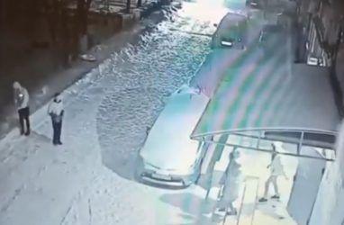 В Приморье подростков пристыдили за неприличный поступок — видео