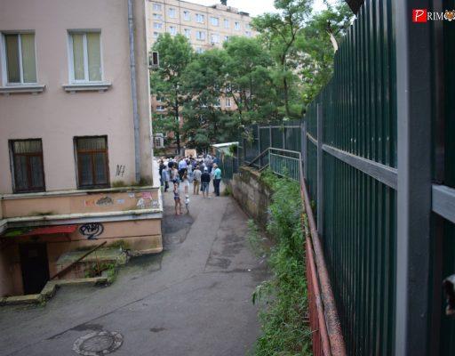 Забор на месте стройки на Светланской во Владивостоке установили с нарушениями