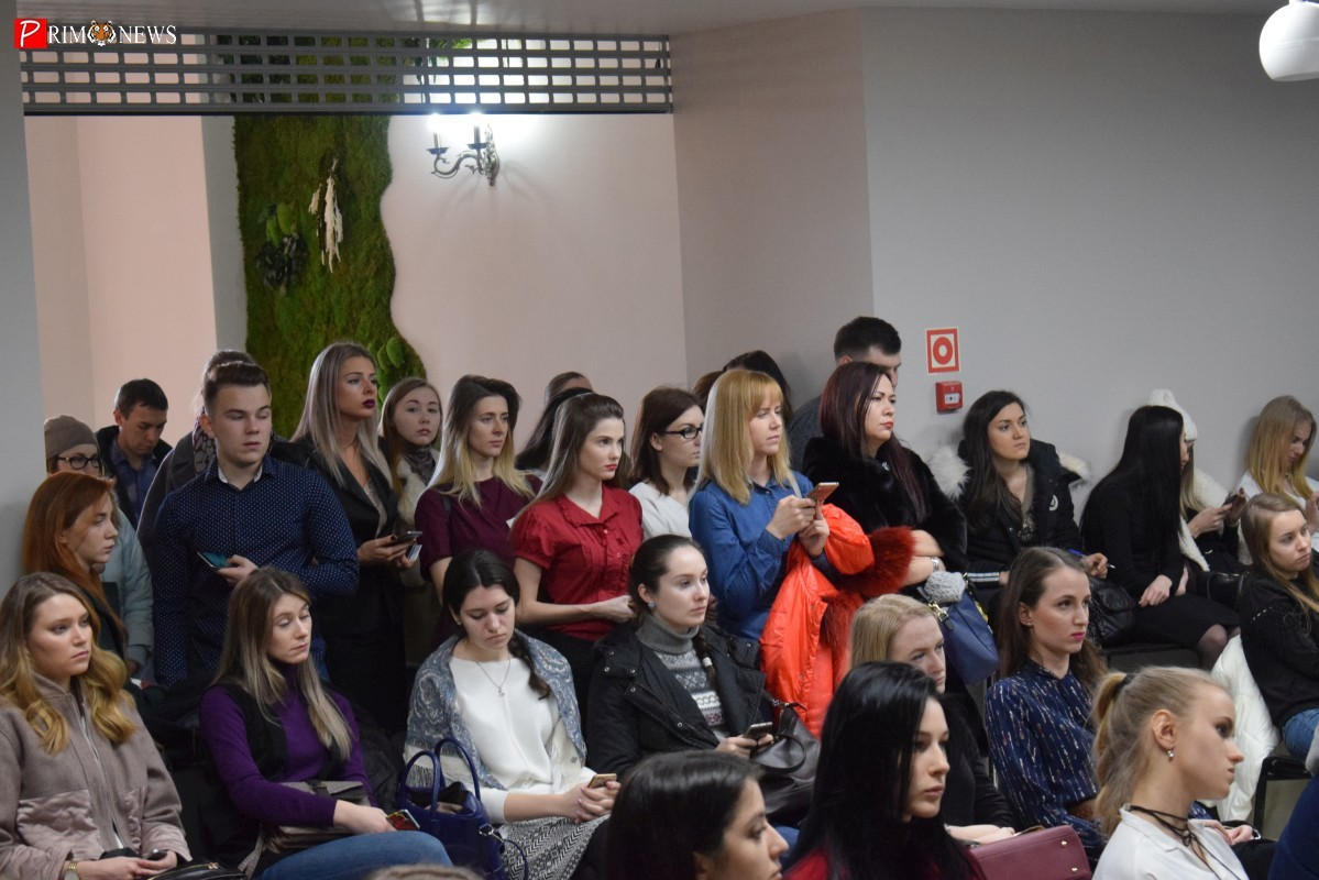 <strong>Аудитория была заполнена полностью и многим приходилось слушать стоя</strong>
