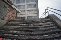 <strong>Школьная лестница в аварийном состоянии из нее торчат металлические штыри</strong>