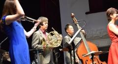 Публика благодарила музыкантов бурными аплодисментами.