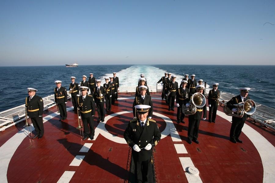 Оркестр Тихоокеанского флота порадовал гостей и жителей Владивостока концертом под открытым небом