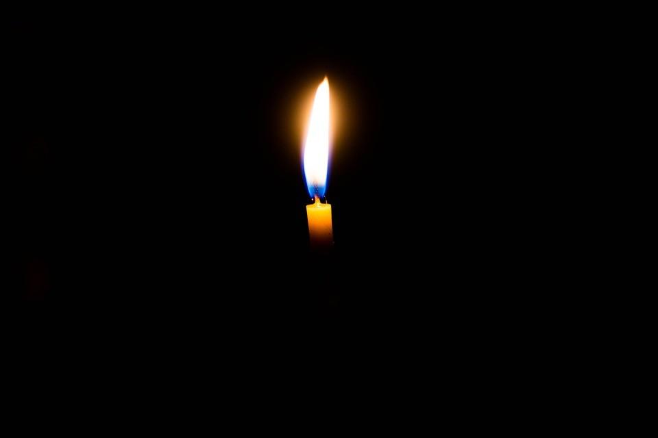 Скорбь, свеча