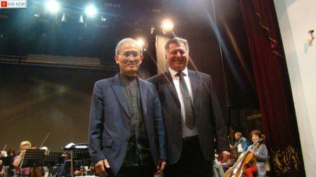 Дирижер Noh Tae Cheol (Южная корея) и  Главный дирижер Тихоокеанского симфонического оркестра Анатолий Смирнов