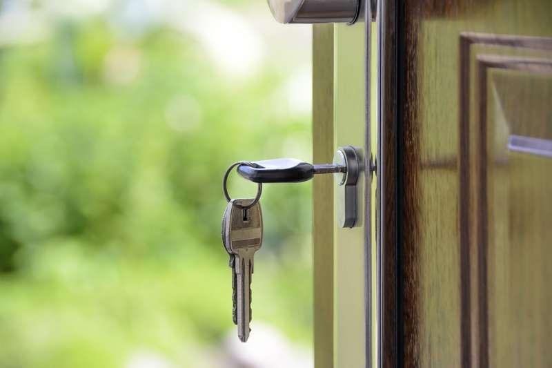 ключи, замок, квартира