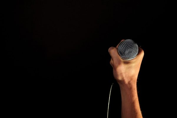 Микрофон, вокал, концерт