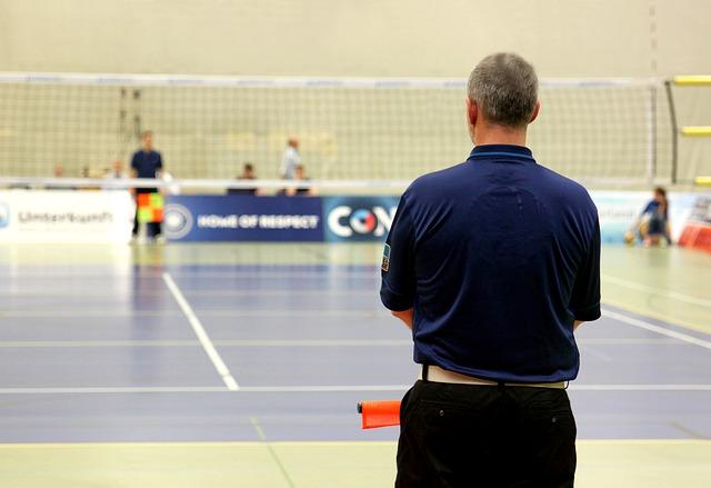 спортивный зал, тренер