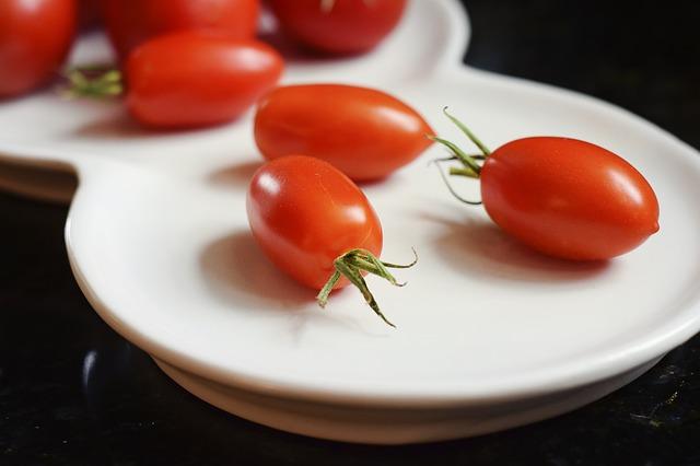 Тарелка, помидоры, овощи, еда