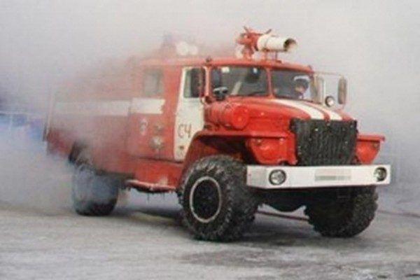 В Приморье пожар на овощном складе тушили 40 огнеборцев