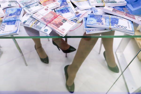 Деньги, 2000 рублей, девушки