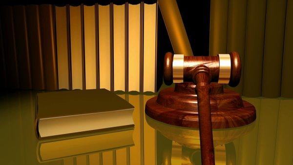 Суд, молоток, в суде