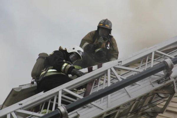 Пожарные, МЧС, пожар, дым