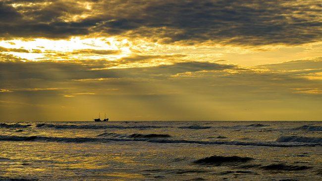 Море, судно