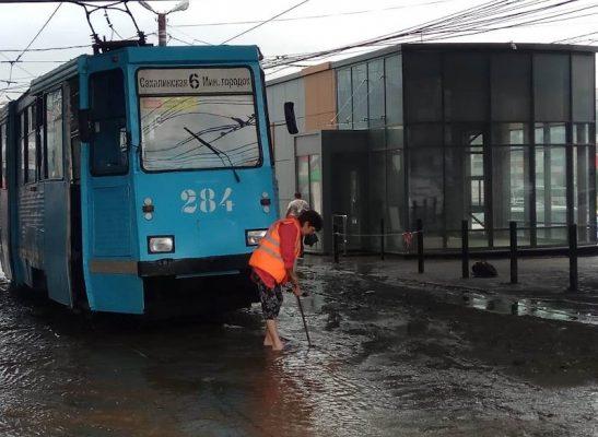 Трамвай, дождь