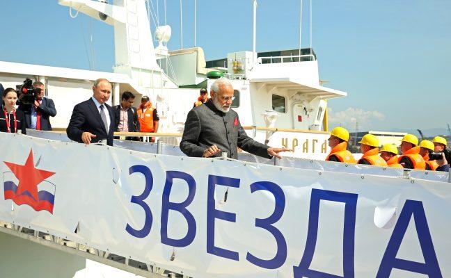 Владимир Путин и премьер-министр Индии Нарендра Моди во время поездки в Большой Камень
