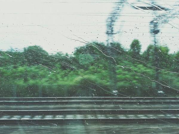 Поезд, окно поезда, электричка, дождь, в пути, в дороге, ЖД, рельсы, дорога