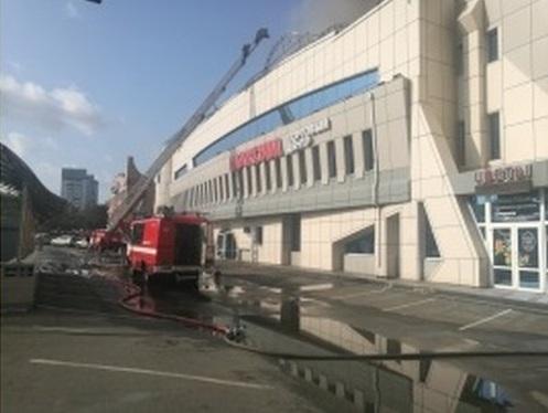 Пожар в тц Максим, фото - пресс-служба главка мчс по Приморскому краю