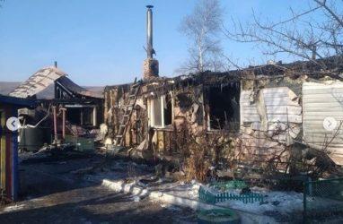 «Женщина получила 40% ожогов»: в Приморье объявили сбор средств погорельцам