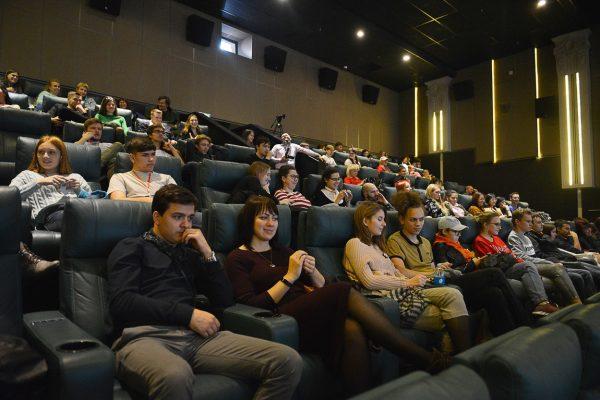 Кинозал, зрители