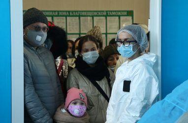 В масках и перчатках: как во Владивостоке покупают овощи и фрукты на фоне новостей о коронавирусе