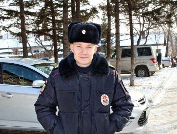 Сержант полиции Иван Мизгирёв, полицейский. Фото - пресс-служба ОМВД России по городу Артему