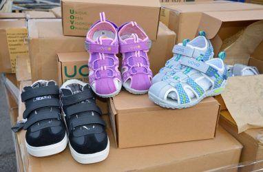 Во Владивостоке таможенники арестовали 2625 пар детской обуви