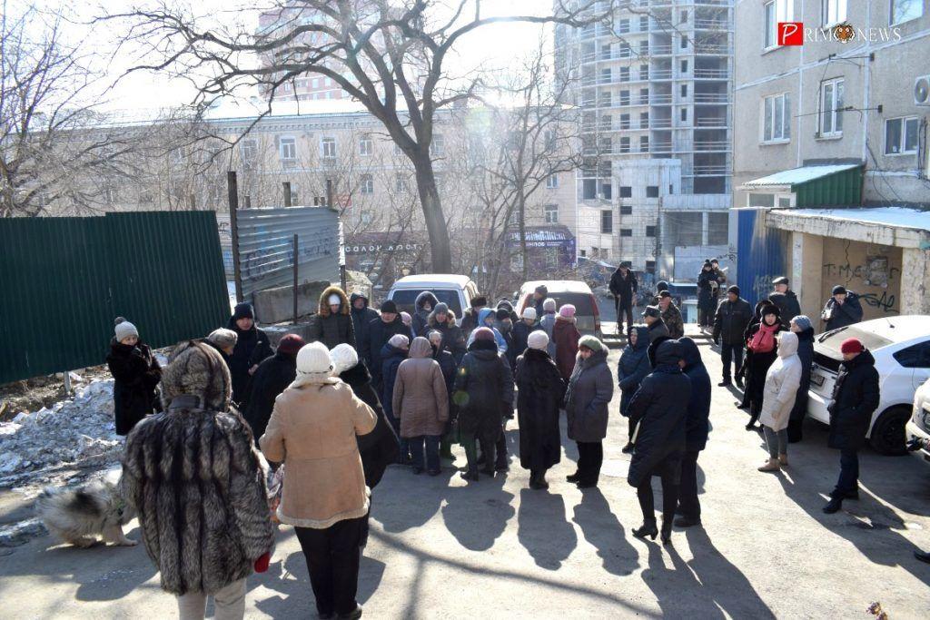 На собрании в субботу, 8 февраля, собралось около 50 человек