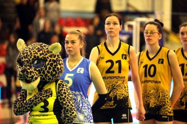 Волейболистки, маскот, леопард