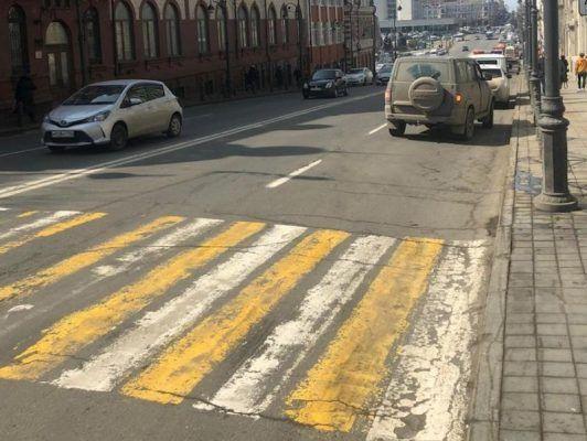 Владивосток, улица Светланская, зебра, пешеходы