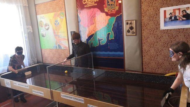 Настольный теннис для незрячих. Фото - пресс-служба мэрии Владивостока