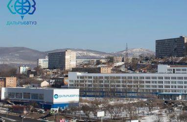 Корпус крупного университета Владивостока эвакуировали из-за подозрительных рюкзаков