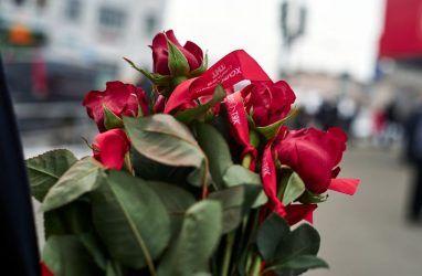 Во Владивостоке нелегальный торговец цветами напал на флориста