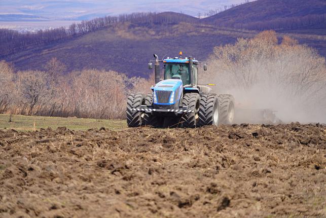 Трактор, посевная, поле
