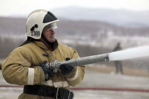 Пена, мужчина, МЧС, тушение пожара