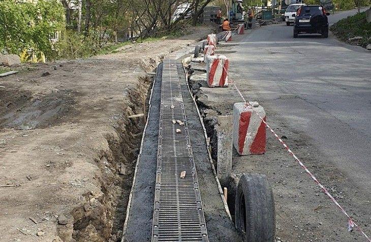Ремонт тротуаров и водоотводов, ливневые канализации. Фото - пресс-служба администрации Владивостока
