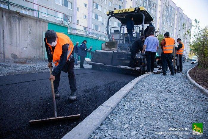 Ремонт дороги, укладка асфальта, дорожные работы на Сабанеева. Фото - Анастасия Котлярова
