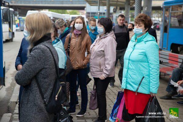 Масочный режим, пассажиры, коронавирус, автобусы, остановка, маски. Фото - Анастасия Котлярова