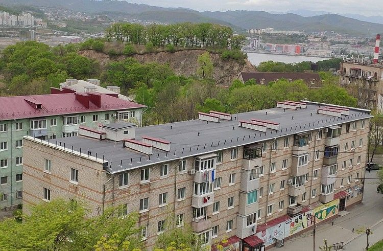 Жилой дом, пятиэтажка, ремонт кровли, капремонт, ремонт в Находке. Фото - Фонд капитального ремонта Приморского края