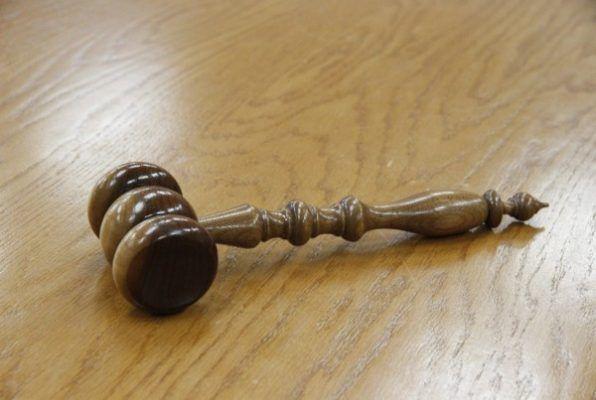 В суде, суд, судебная власть, молоток. Фото - pixabay