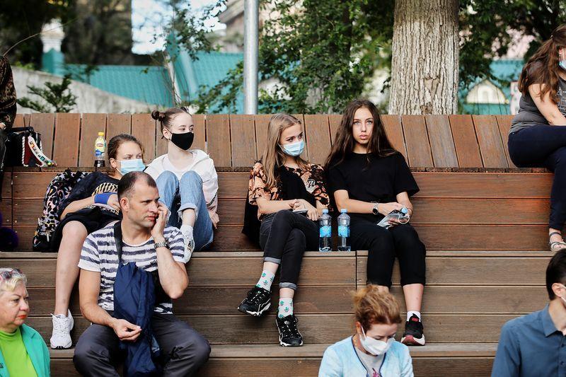 Публика, молодежь, жители