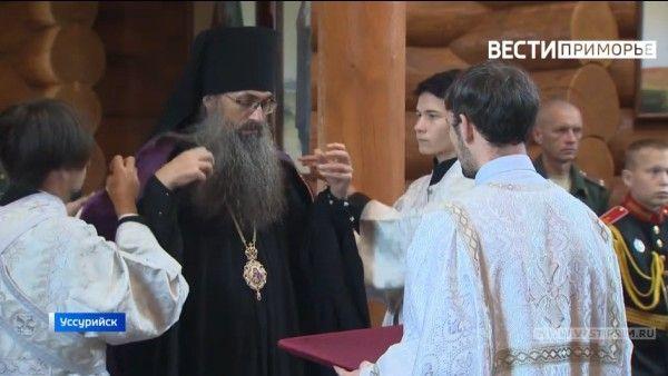 Священник, храм, церковь. Фото - скриншот с видео Вести: Приморье