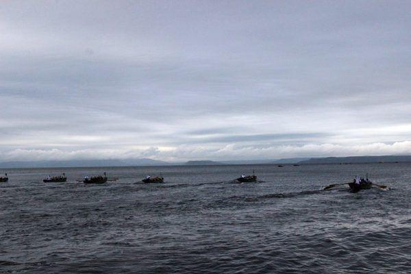 Гребля, море