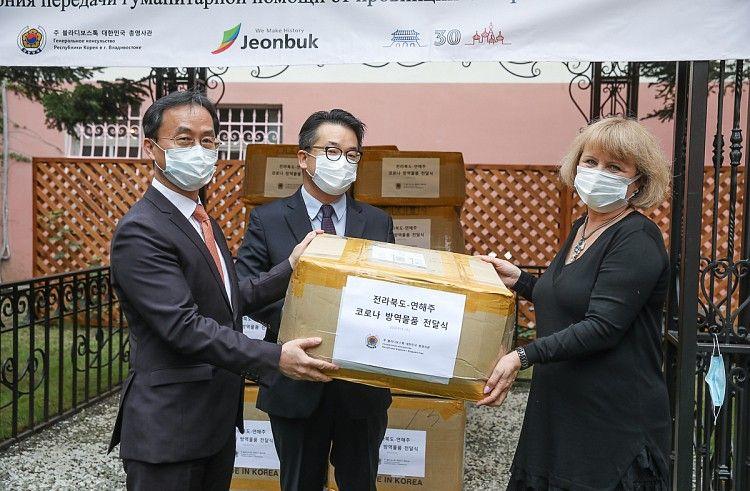 Республика Корея передала партию гуманитарной помощи приморской больнице. Фото - Игорь Новиков (Правительство Приморского края)