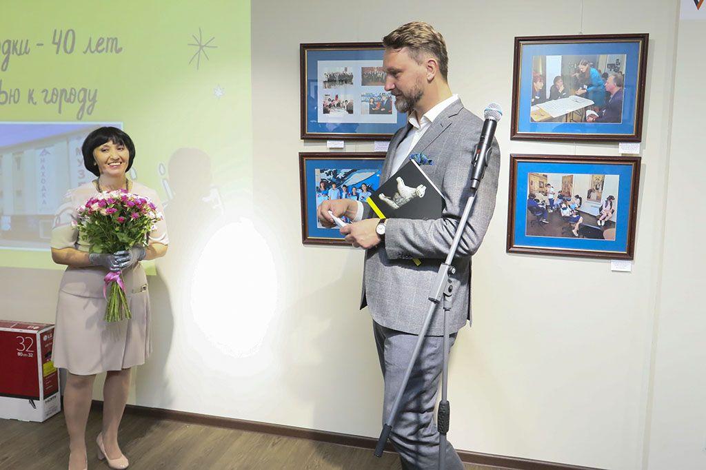 Виктор Шалай на юбилее музейно-выставочного центра в Находке. Фото - пресс-служба админитрации НГО