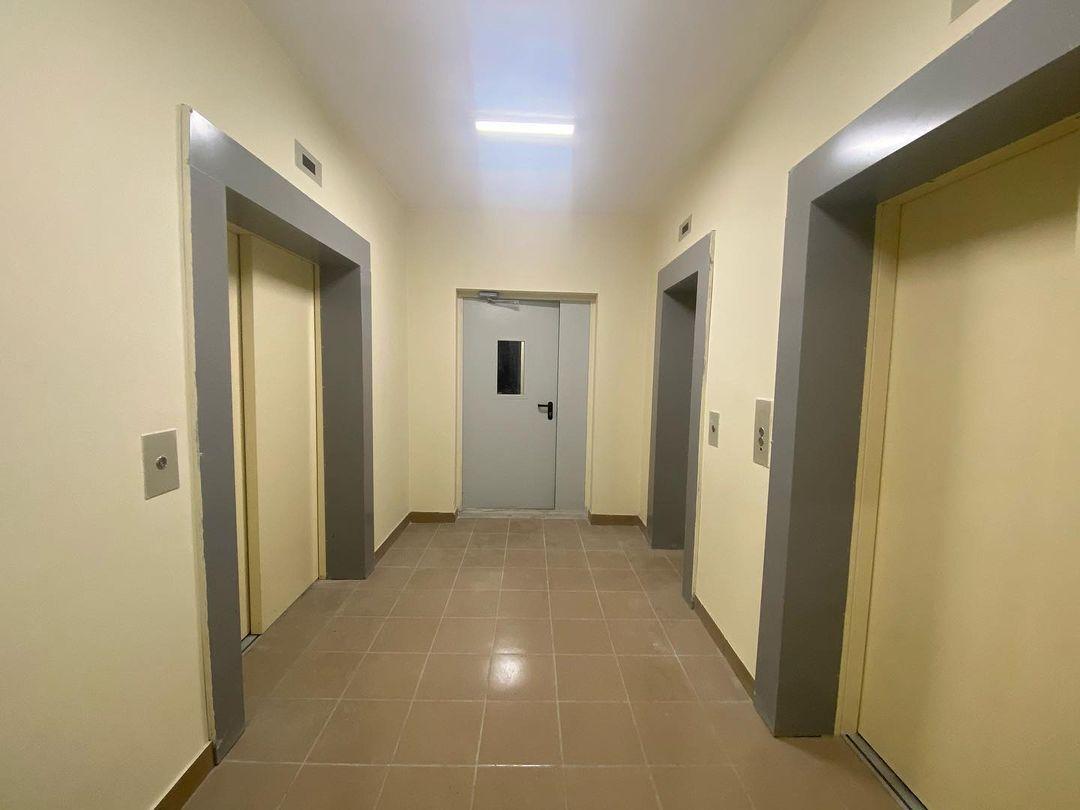 Подъезд, лифты, жилой дом