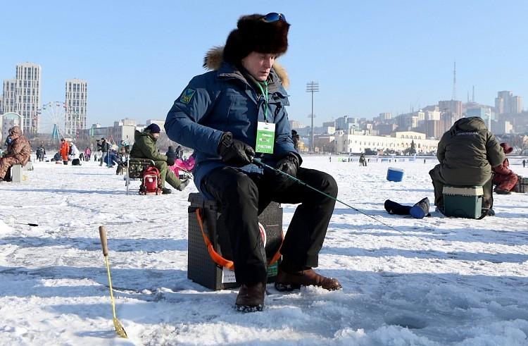 Олег Кожемяко на рыбалке. Фото - Александр Сафронов (правительство Приморского края)