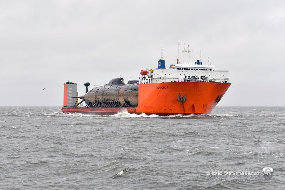 """Транспортировка атомных подводных лодок """"Братск"""" и """"Самара"""" в Северодвинск"""