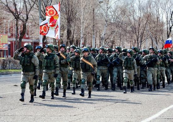 Парад Победы в Уссурийске. Фото - пресс-служба ВВО