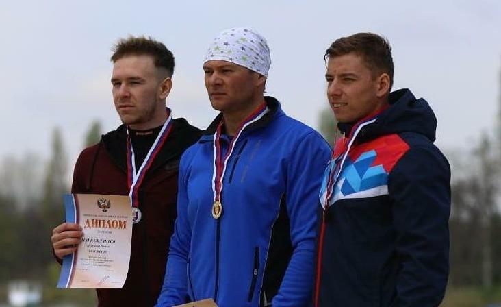 Иван Штыль (в центре)