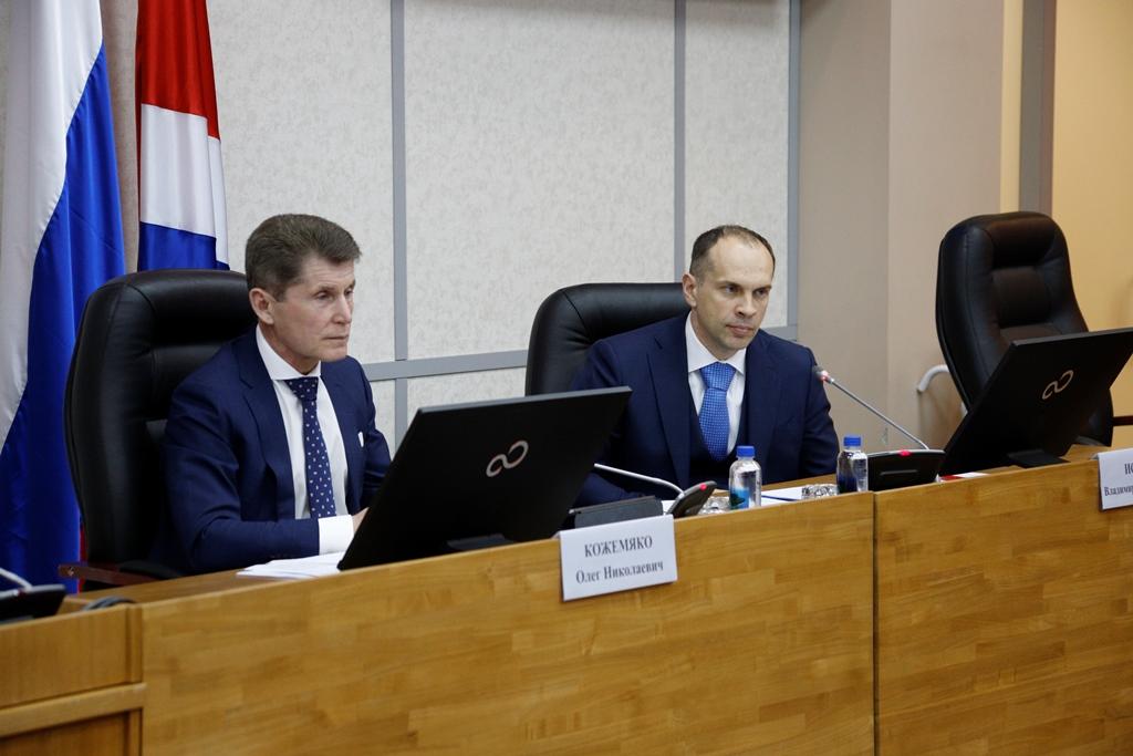 Олег Кожемяко (слева) и Владимир Исаков